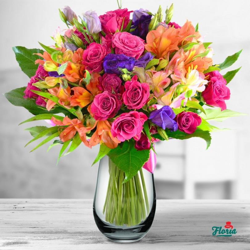buchet de flori vise colorate